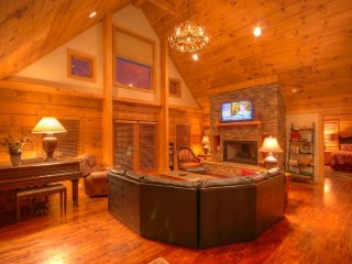 5BR Upscale Mountain Home in Valle Crucis with Hot Tub, Pool Table, Flat Panel, Sugar Grove