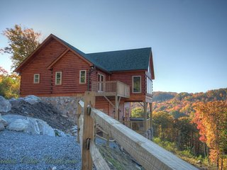 4BR All-New Upscale Mountain Cabin, Hot Tub, Stunning Views, Privacy, Game, Banner Elk