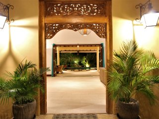 Big luxury villa pool & garden.