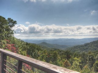 Spectacular View From Secluded Acreage. Hot Tub, Pool Table, Fire Pit, Mountain, Deep Gap