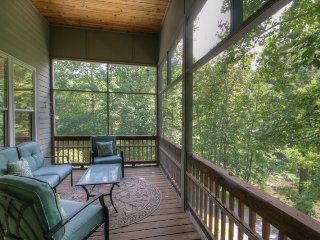 Riverfront Comfort in Valle Crucis, Upscale Mountain Transitional on the