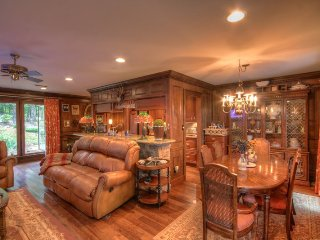 Upscale Home with Timeless Style on Beech Mtn - 3 King Suites, Fire Pit with, Beech Mountain