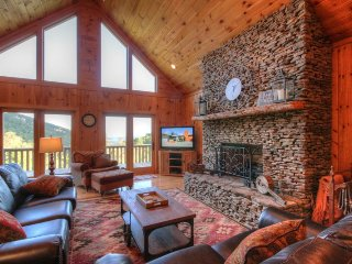4BR / 3.5BA, Upscale Cabin, Great Location, Between Boone & Blowing Rock