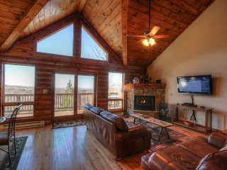 Charming 4BR/4BA Log Cabin, Beech Mountain, Long Range Mountain Views, Only a