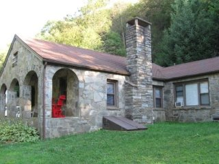 3BR Between Boone and Blowing Rock, Hot Tub, Large Flat Screen, Leather