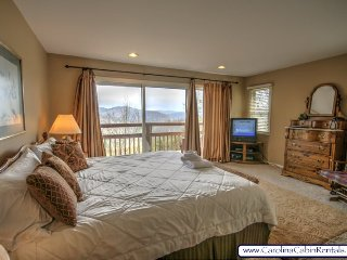 3BR Townhome, All King Suites, Jacuzzi Tub, Long Range Views from Every Room, Boone