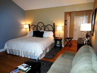 1BR Charming Inn Room at Yonahlossee Resort, Convenient Location Near Downtown