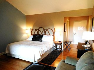 1BR Charming Inn Room at Yonahlossee Resort, Convenient Location Near Downtown, Boone