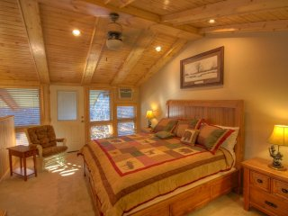 Slopeside Condo on Beech Mountain, Tastefully Remodelled, 2 Master Suites