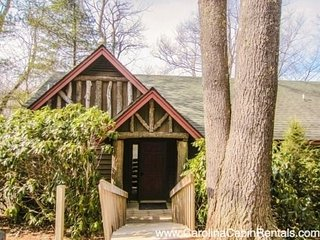 2BR Cottage, Great Views, Hardwood Floors, Stacked Stone Fireplace, Full