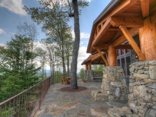 4BR, The Lodges at Eagle`s Nest, Long Range Views, 3 King Suites, Theater Room