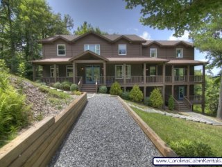 5BR, Beautiful Home with Spectacular Mountain Views! Contemporary Decor