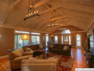 3BR Cabin, Big View of Grandfather Mountain, Flat Screen TVs, Wireless