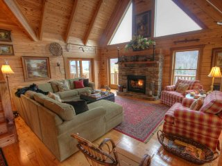 5BR Cabin, Minutes to Boone, Hot Tub, Pool Table, Fire Pit, Views, Stacked