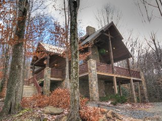 3BR Cabin on Beech Mountain, Hardwood Floors, Leather, Granite, Designer Decor