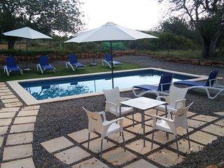 Exterior villa piscina barbacoa