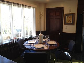 Breakfast and casual dining area.