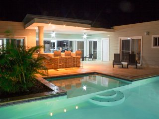 Stylish 3 bedroom w/ covered BBQ area by the pool