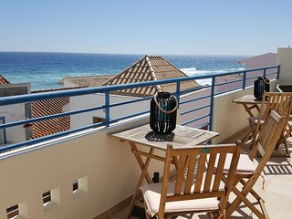 Fabulous 2 bedroom 2 bathroom apartment, sea views, shared pool & private garage, Salema