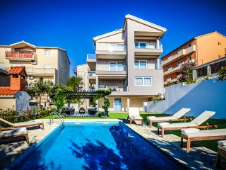 Brand new/w Pool apt. near beach and Split, Podstrana