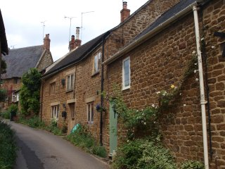 Beautiful country cottage in idyllic rural location with large garden, Swalcliffe