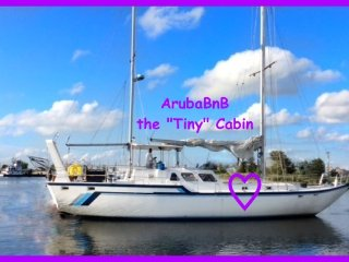 The Tiny Cabin - Boat & Breakfast in downtown marina, beach, bars and nightlife