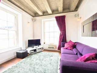 Secluded, Modern & Stylish 1 Bed Soho in Central Soho