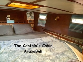 The Captain's Cabin - Aruba's first Boat & Breakfast in downtown marina, Oranjestad