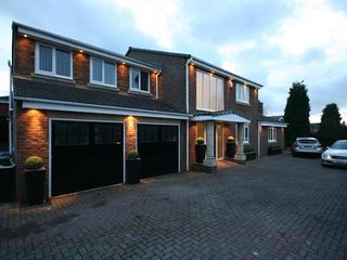 LUXURY EXECUTIVE RESIDENCE IN PONTELAND, Ponteland