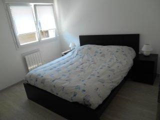 Chambre à coucher avec literie neuve 160 x 200 cm