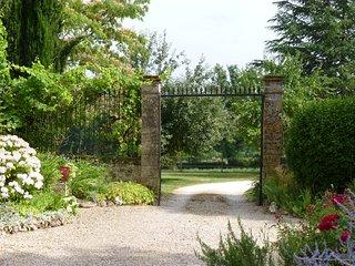 Gite «campagne chic»  pour 2 personnes aux portes de Bergerac.