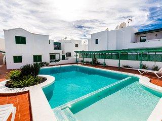 Apartamento de dos dormitorios con piscina comunitaria a Puerto del Carmento, Puerto Del Carmen