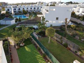 Casa adosada en urbanización a 7 minutos andando de la playa
