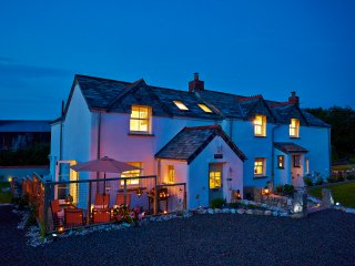 Bright and Spacious 5-star Holiday Cottage Close to the North Cornwall Coast, UK