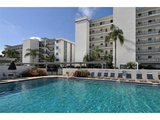 Beautiful 2B Apt across the street from Siesta Key Beach