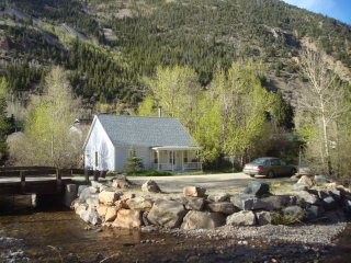 COTTAGE ON CLEAR CREEK HISTORIC SILVER PLUME