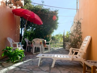 Quiet bungalow apartment for 4 to 6, 100m from beach, Agios Gordios