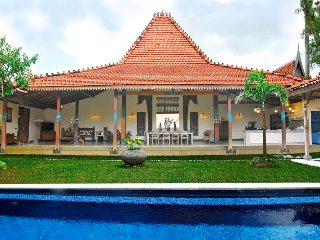 Beautiful 3 Bedroom Balinese/Javanese Villa with private pool, Kerobokan