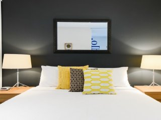 Boutique Stays - Zinc By The Bay 405