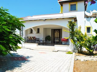 Villa Butterfly sleeps 8 people with 4 bedrooms and 2 bathrooms, Karsiyaka