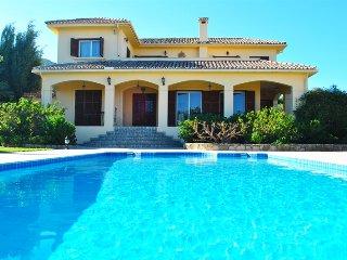 Villa Kaksigeni sleeps 6 people with 3 bedrooms and 3 bathrooms