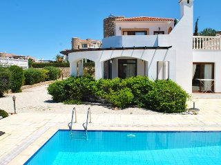 Villa Sunset 4 sleeps 6 people with 3 bedrooms and 2 bathrooms.