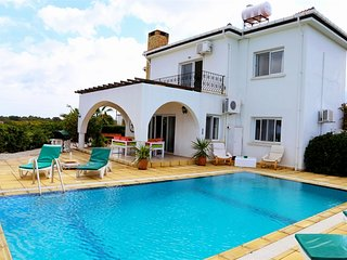 Villa Giorgina sleeps 8 people with 4 bedrooms and 2 bathrooms