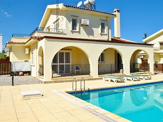 Villa Thornbury sleeps 6 people with 3 bedrooms and 2 bathrooms, Kyrenia