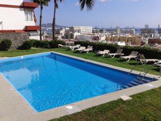 Apto + piscina y buenas vistas