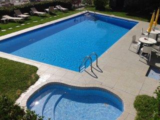 Apto con piscina y vistas