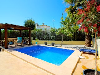 Spectacular Villa with private Pool!  - only 100m to fantastic sandy beach!