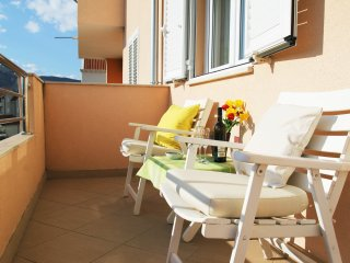 Apartment Petrunjela - Two Bedroom Apartment with Balcony and City View, Mlini