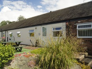 Corn Store & Hereford Flexible self catering accommodation for up to 8 people, Cheadle
