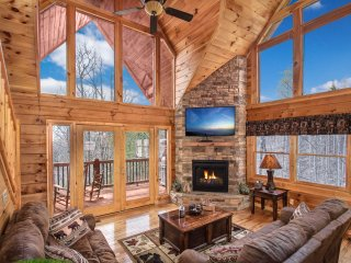 Luxury Cabin amazing view / hot tub/ WiFi/ fireplace